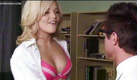 Sendirian Masturbasi dengan Adrienne bokep semi ciuman pada