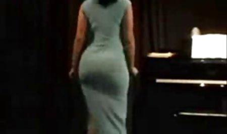 Subur milf Selena langit memberikan Oral seks bokep semi mother untuk yang beruntung geek